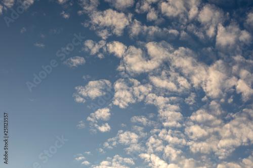 Foto  Wolken am blauem Himmel