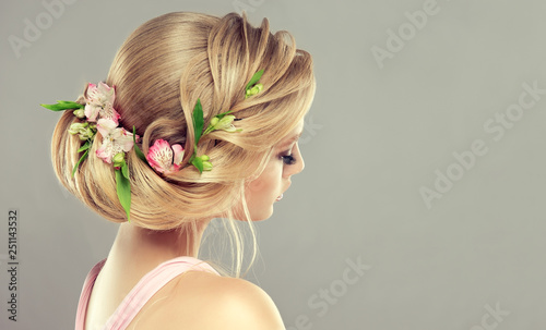 Cadres-photo bureau Salon de coiffure Beautiful model girl with elegant hairstyle and rose flowers in a plait . Woman with fashion spring hair.