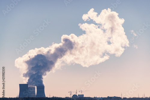 Fotografía  Cooling tower of nuclear power plant emit steam into atmosphere
