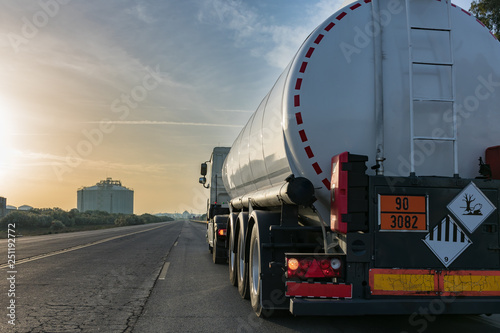Photographie Camion cisterna combustible