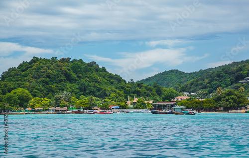 In de dag Pool tropical islands in the sea