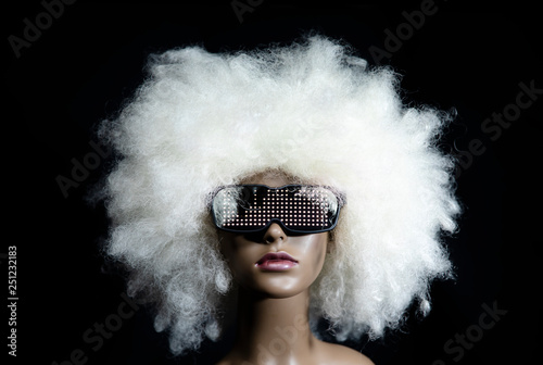 Photo  vintage mannequin with led sunglasses