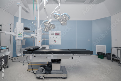 Stampa su Tela background of hospital empty operation room with surgery bed and surgery light