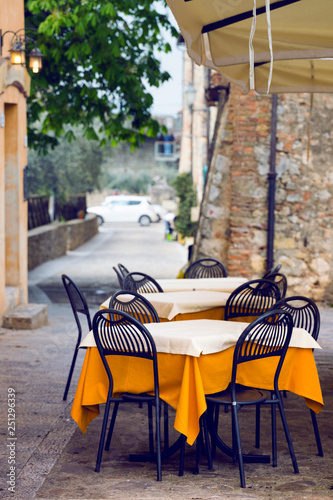 Photo sur Toile Drawn Street cafe street cafe at the Italy