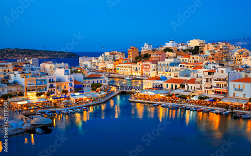 Fényképezés Agios Nikolaos resort town skyline in the evening and Voulismeni lake in Crete island, Greece