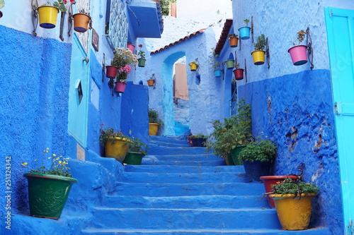 Deurstickers A colorful street in Chefchaouen, Morocco