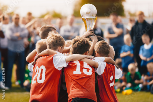Young Athletes from School Sports Team Holding Winning Trophy Canvas-taulu