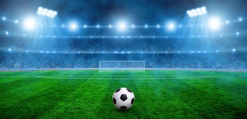 Piłka na zielonym stadionie