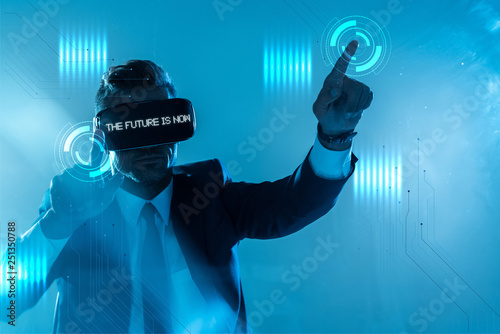 """Photo  businessman in suit and virtual reality headset with """"choose your future"""" letter"""