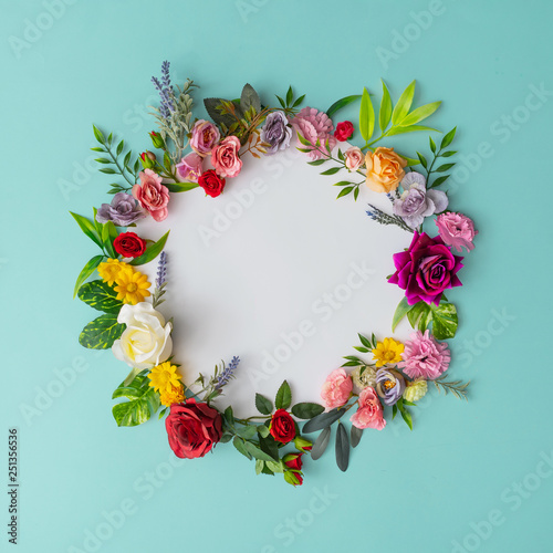 Fotografiet Spring wreath made of colorful flowers and leaves