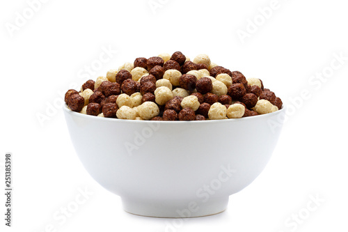 Photo Isolated bowl of chocolate corn brown and white balls on a white background for