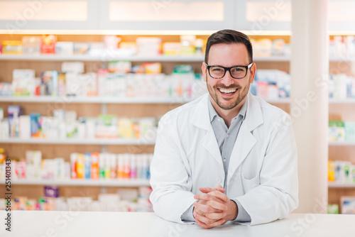 In de dag Apotheek Portrait of cheerful male pharmacist.