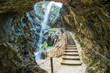 Klamm Treppen mit Wasserfall