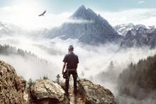 Bergsteiger Genießt Die Aussicht Auf Die Alpen Vor Malerische Landschaft