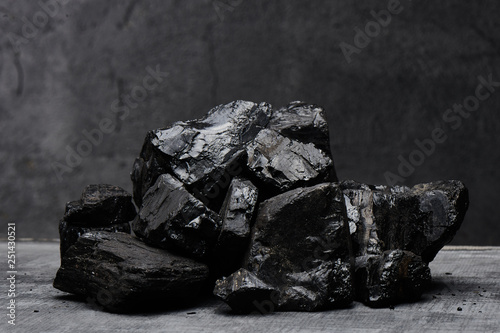 Fotomural Natural coal on a black background isolated closeup