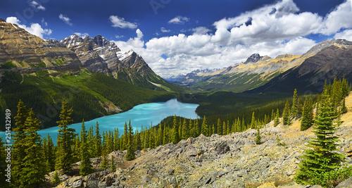 Peyto Lake w Parku Narodowym Banff, Alberta, Kanada, Park Narodowy Banff jest wpisany na Listę Światowego Dziedzictwa UNESCO