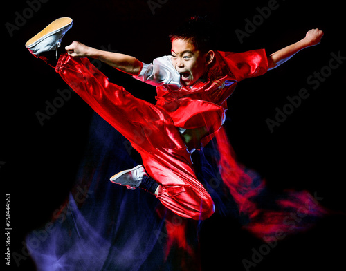 Fotografia  wushu chinese boxing kung fu Hung Gar fighter isolated child isolated on black b