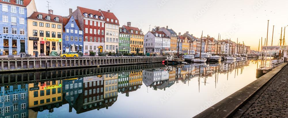 Fototapety, obrazy: Morning in the Copenhagen Canal Nyhavn