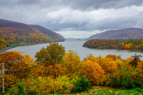 Obraz na plátne Hudson River from West Point in Autumn