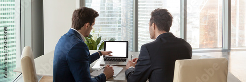 Fotomural Horizontal rear image businessmen analyzing market pointing on computer screen