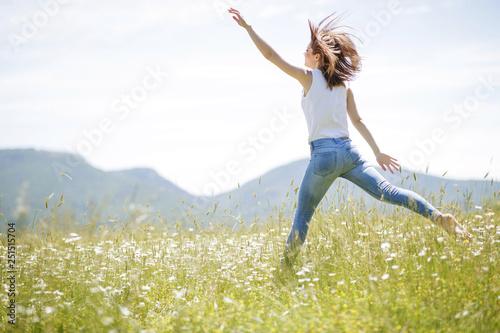 Obraz Woman in nature  - fototapety do salonu