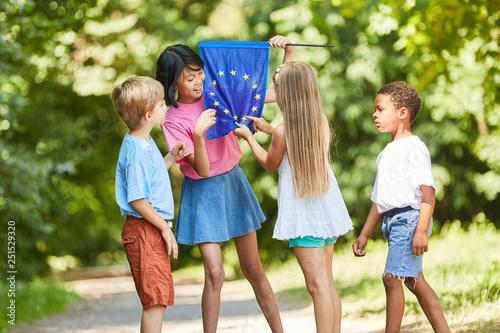 Obraz Kids count the stars on the Europa flag - fototapety do salonu