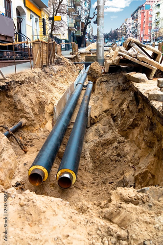 Photo Water pipes in ground pit trench ditch during plumbing under construction repairing