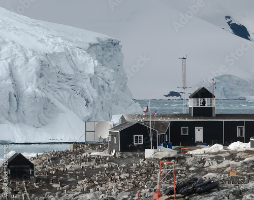 Photo  Chilean Antarctic Research Base Situated On The Antarctic Peninsula At Paradise