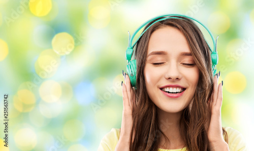 Photo  music, technology and people concept - happy young woman or teenage girl with he