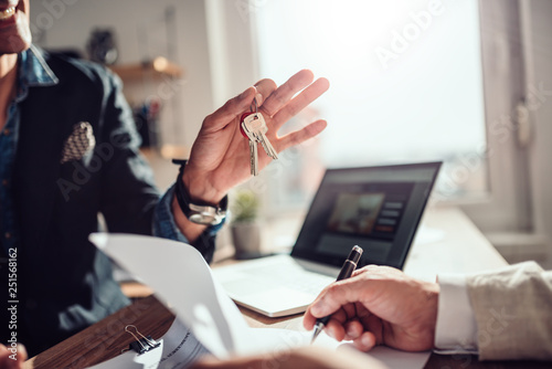 Canvastavla Client signing contract while real estate agent holding keys