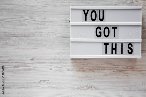 Fotomural  Modern board with 'You got this' words over white wooden surface