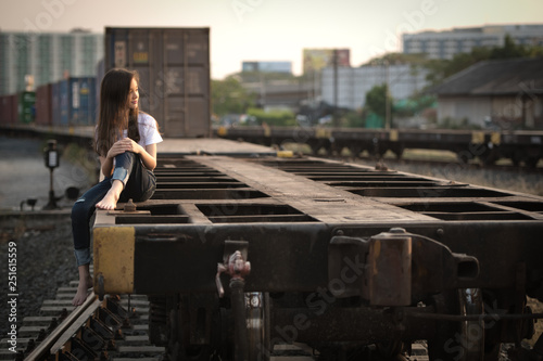Photo young woman in the bogy train