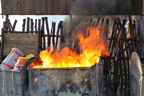 Photo Inferno Dumpster