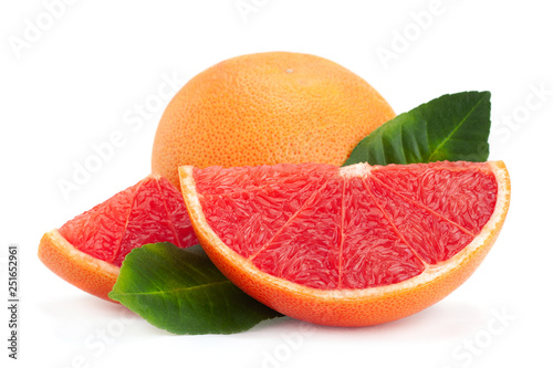 Valokuva Red grapefruit with leaf