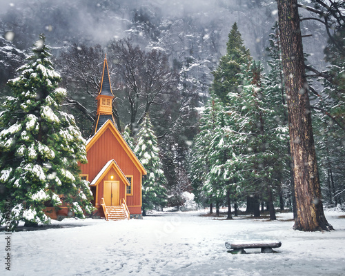 Photo Yosemite Valley Chapel at winter with snow - Yosemite National Park, California,