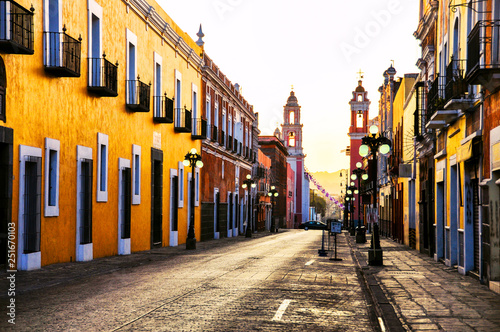 Photo Morning streets in colonial city Puebla, Mexico