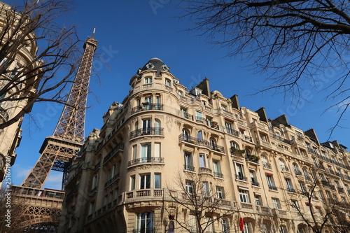 Photo Paris, immeuble haussmannien près de la tour Eiffel (France)