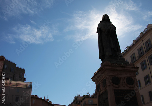 Photo Statua di Giordano Bruno, a piazza Campo de fiori, Roma