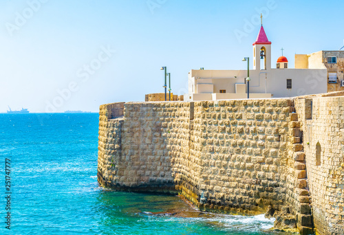 Photo Maronite house facing mediterranean sea from the fortification of Akko/Acre in I