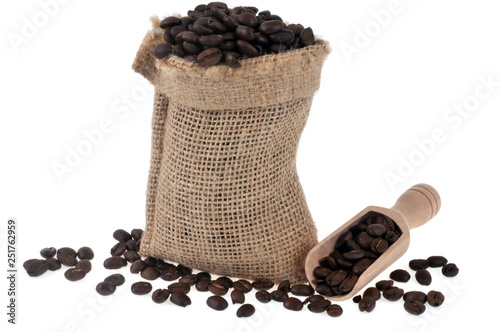 Door stickers Coffee beans Sac de café en grains sur fond blanc