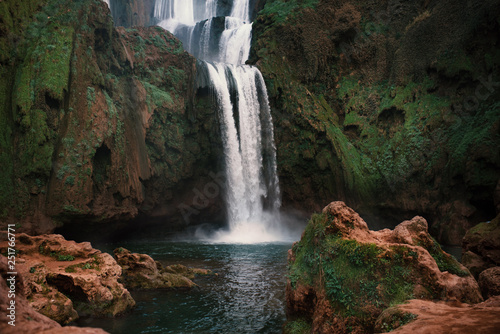 piekne-wodospady-zwane-ouzoud-w-maroku-ouzoud-falls-w-afryce-krajobraz