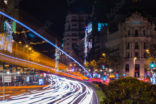 Foto  Cityscape of Alcala Street at night  Madrid, Spain