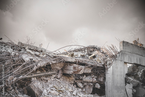 Cuadros en Lienzo  Ruin in a war zone with a damaged concrete building