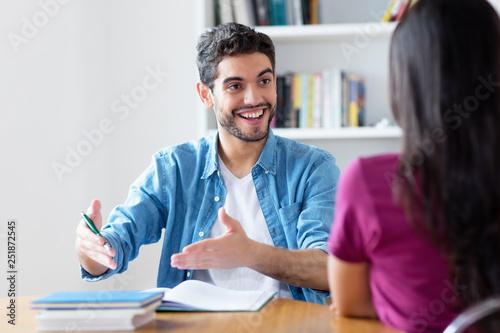 Spanischer Student beim Sprachkurs Fototapete