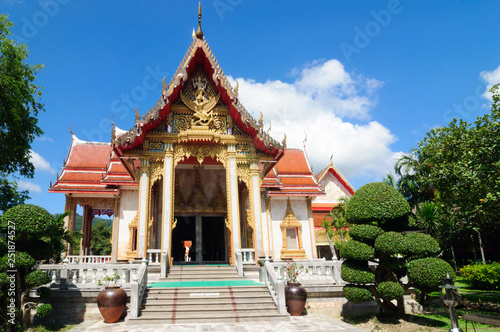 Foto  Cross-shaped Vihara of the Buddhist temple complex Wat Chalong.