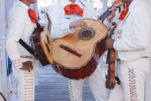 Mariachi Con Costume Tipico E ...