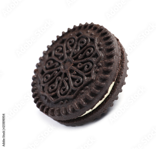 Tasty chocolate cookie with cream on white background фототапет