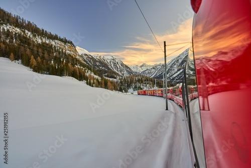 Foto  The Bernina Express Red Train through the Alps