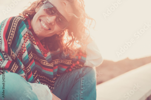 Fotografía Cheerful caucasian pretty middle age woman smiling and enjoying the sunset outdo