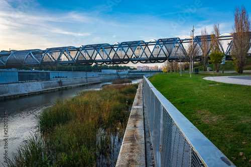 Photo Puente de Arganzuela (Arganzuela Bridge) and Manzanares River, Madrid, Spain